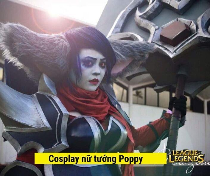 Cosplay nữ tướng Poppy liên minh huyền thoại