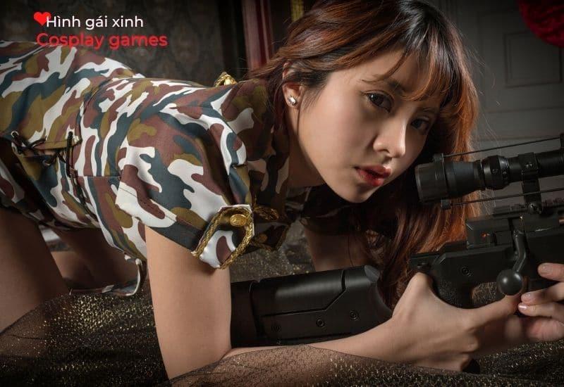 Hot Girl Trung Quốc cute cùng quân phục và trang bị súng