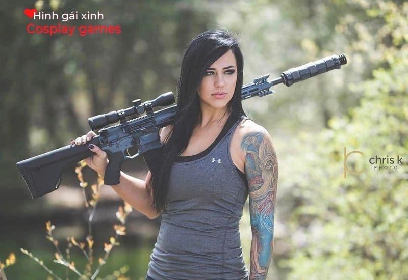 Cô gái thật hầm hố cùng khẩu súng Sniper