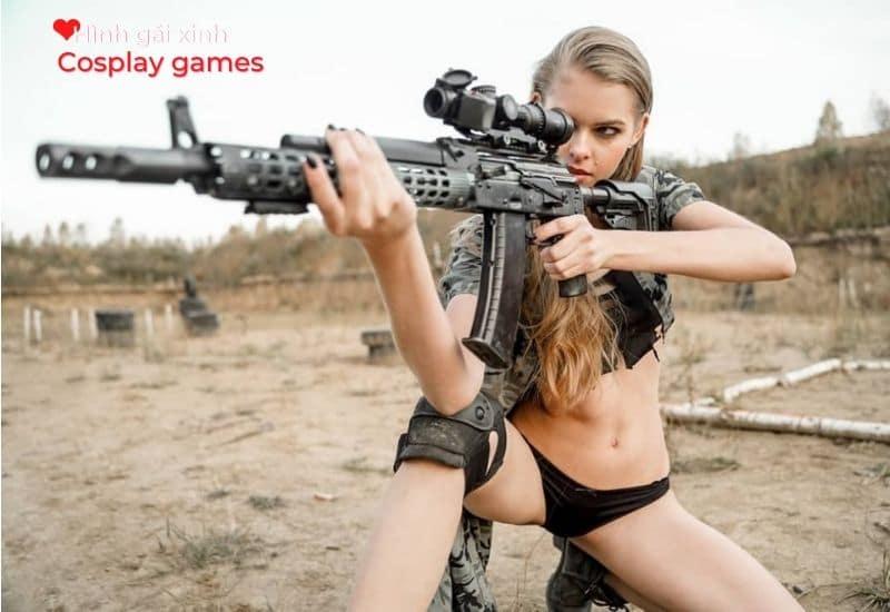 Hot girl xinh xắn tạo dáng cùng súng bắn tỉa